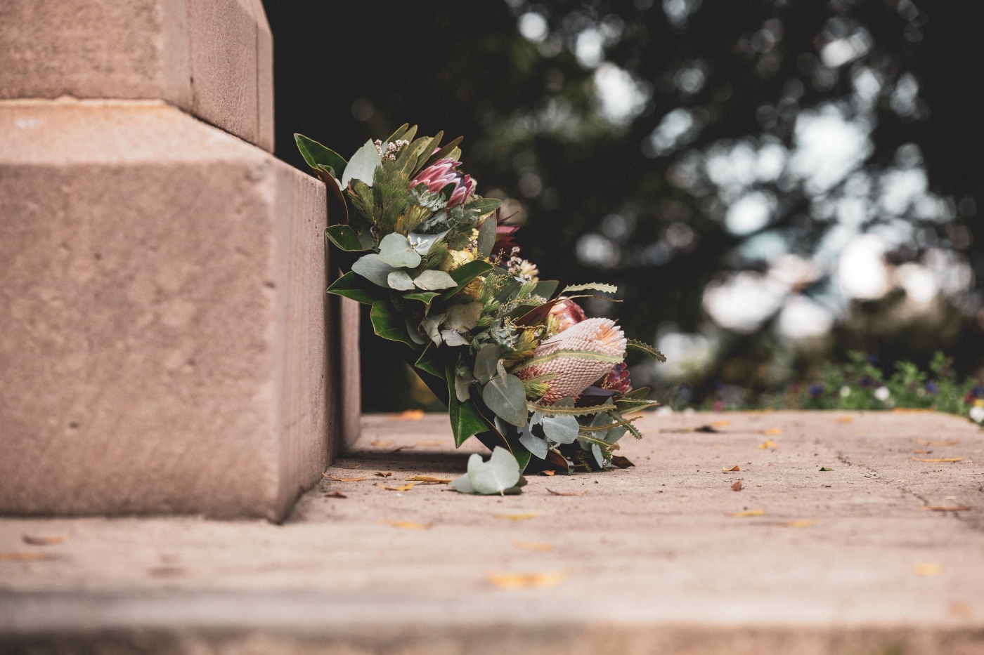 Skapa stämningsfull dekoration vid graven
